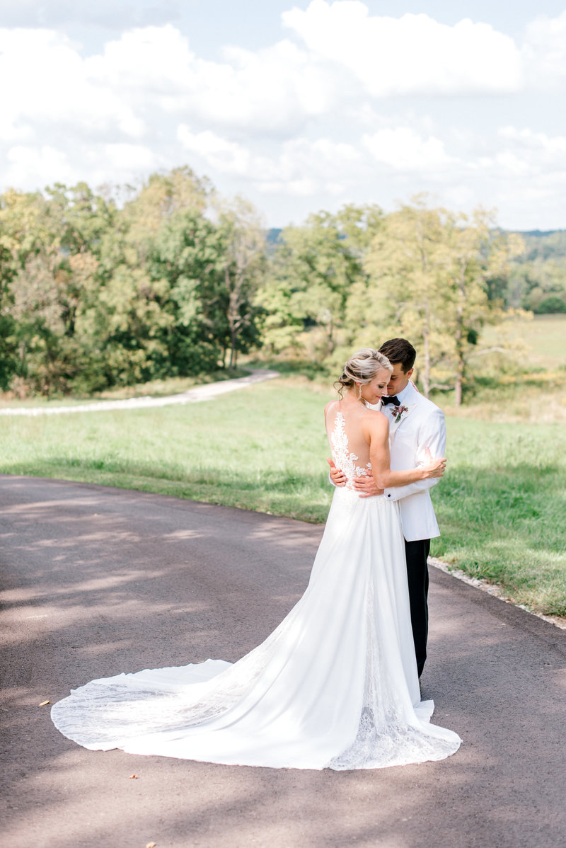 Bloomington_Indiana_The_Wilds_Wedding_Venue_Farmhouse_Wedding_Inspiration7