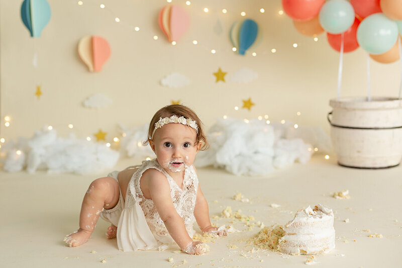 dublin-hilliard-powell-worthington-westerville-grove-city-marysville-cake-smash-baby-girl-oh-the-places-youll-go-first-birthday-amanda-estep-photography