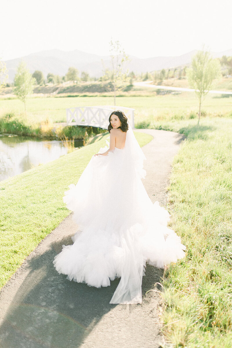 utah-barn-wedding-bride
