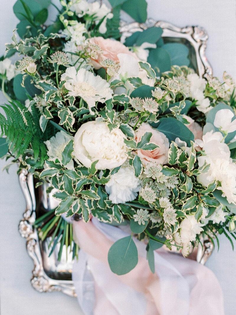 002-romantic-and-organic-wedding-bouquet-withblush-and-white-garden-roses