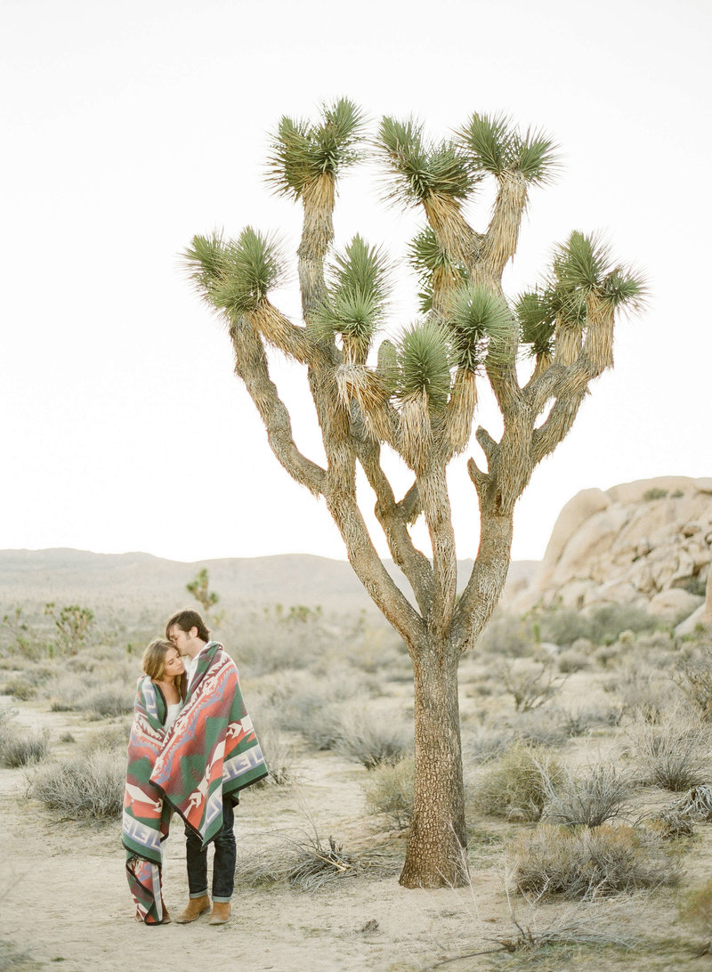 22-KTMerry-southwest-engagement-session-Joshua-Tree