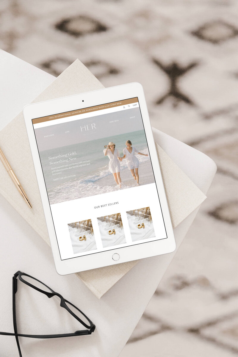 Gold_Jewelry_Website_Design_Mockup