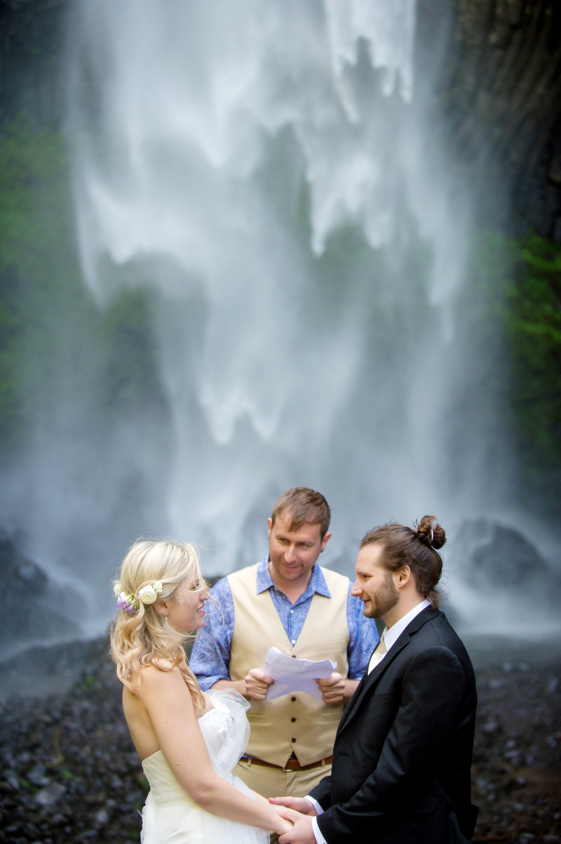 Crystal Genes Photography LATOURELL FALLS ELOPEMENT170421-144648