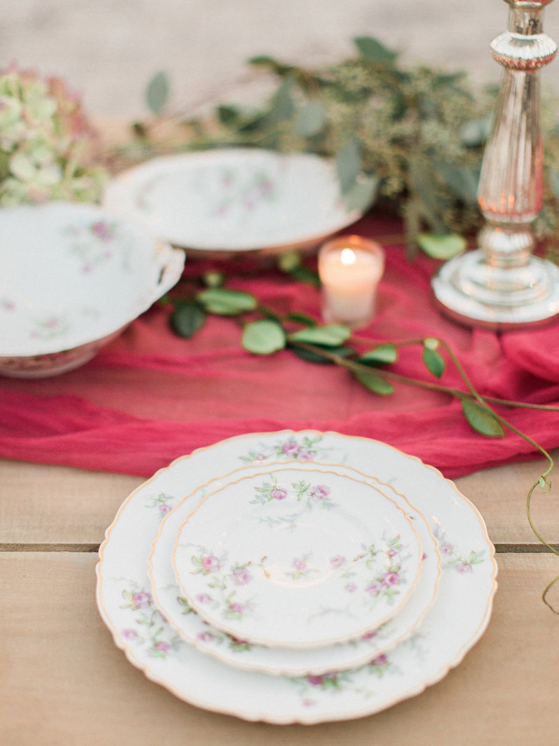 Jordan-and-Alaina-Photography-Nashville-Wedding-Photographer-Long-Hollow-Gardens-Tablescape