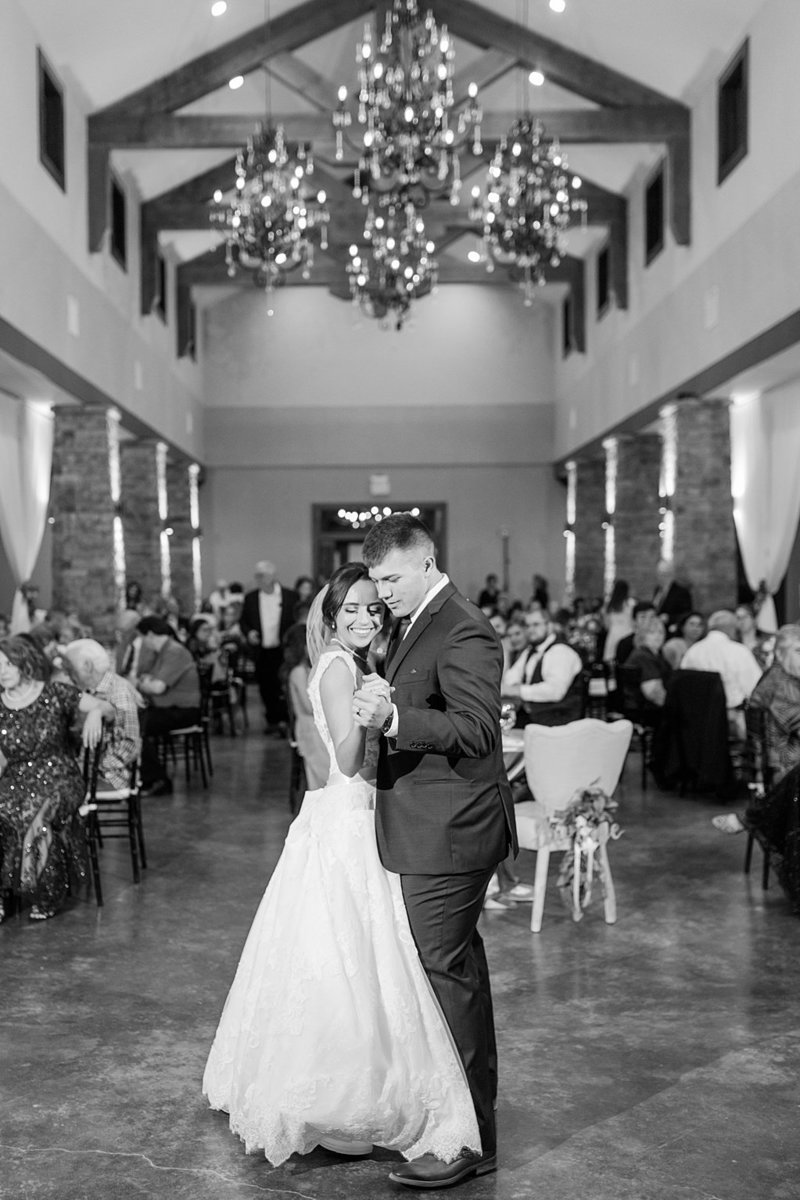 The Lodge at Country Inn and Cottages in Fredericksburg Texas Wedding Venue photos by Allison Jeffers Photography_0080