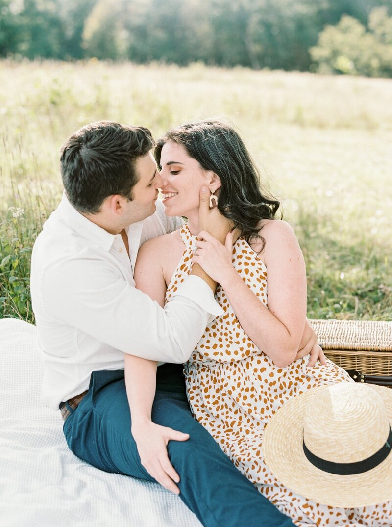 A-romantic-Skyline-Drive-anniversary-session-in-the-mountains-with-picnic-by-Virginia-Wedding-Photographer-Natalie-Jayne-Photography9