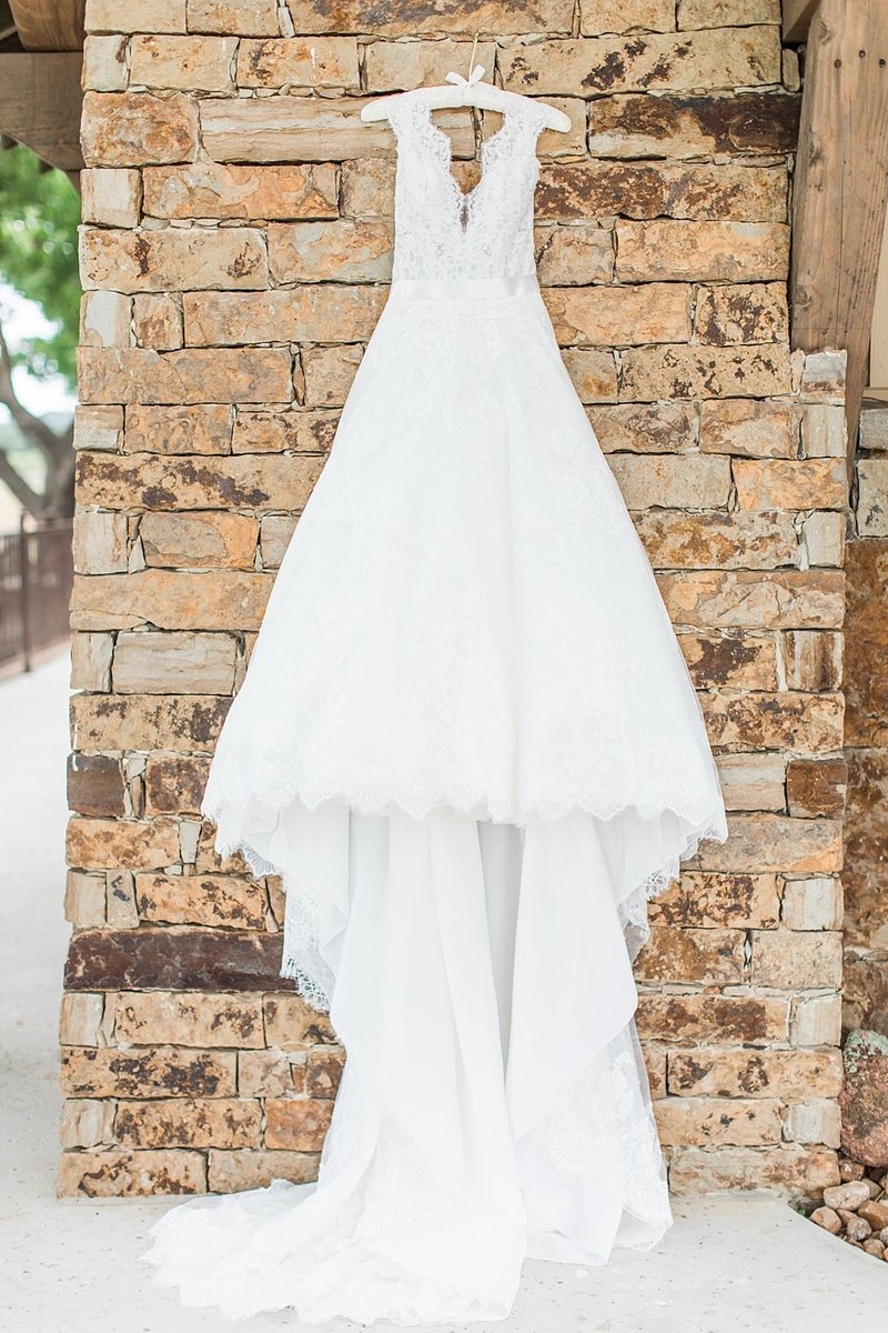 The Lodge at Country Inn and Cottages in Fredericksburg Texas Wedding Venue photos by Allison Jeffers Photography_0010