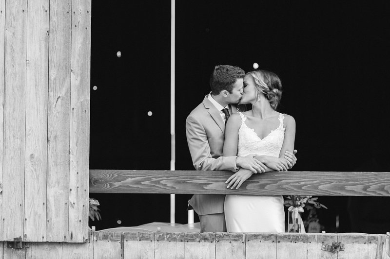 146_Midwest-Barn-Wedding-Venues-James-Stokes-Photography