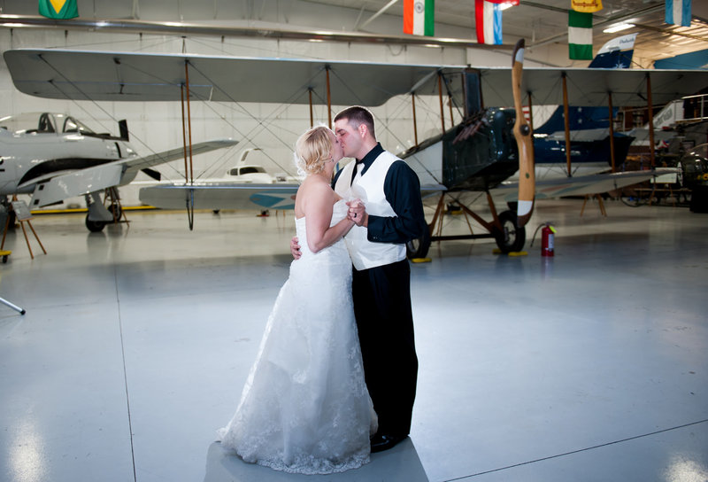 Fargo Air Museum Wedding Venue Kris Kandel Photographers (6)