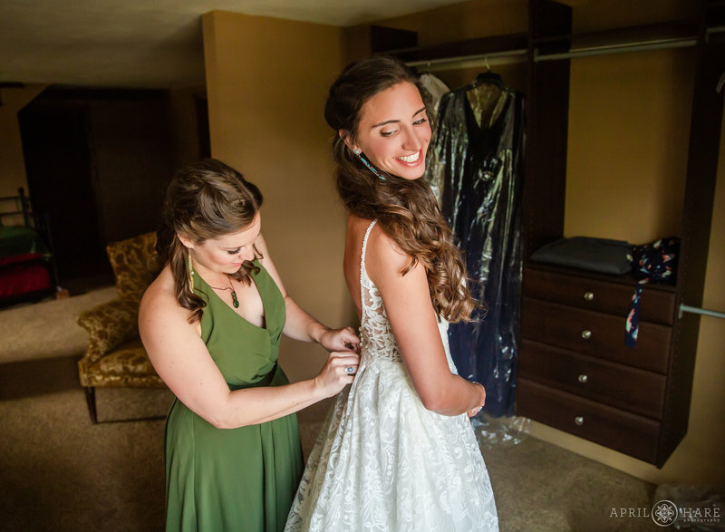 Bride gets ready in bridal cabin at Mountain View Ranch in Pine Colorado