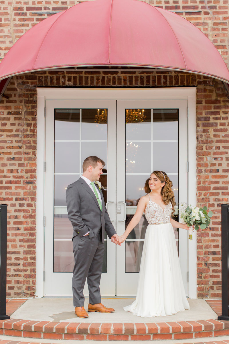 Bride and groom at Molly Pitcher Inn