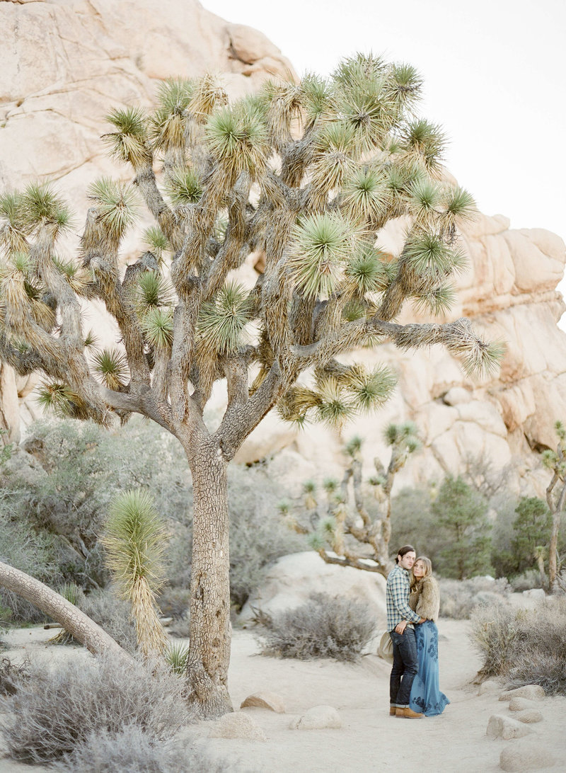16-KTMerry-desert-engagement-session-Joshua-Tree