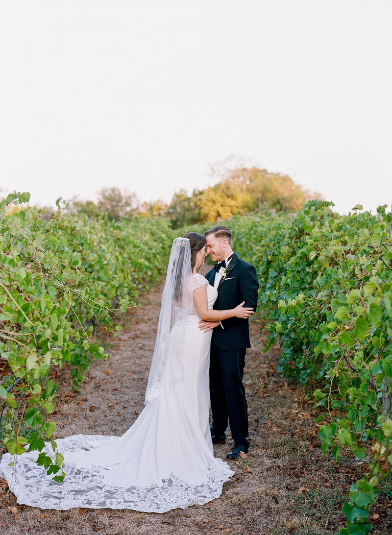 stephanie-aaron-wedding-vineyards-at-chappell-lodge-109