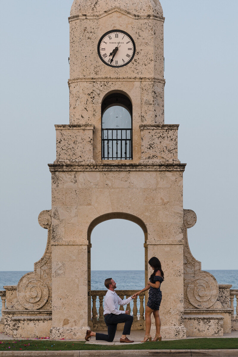 Palm-Beach-Proposal-Engagement-Photos-Worth-Ave2