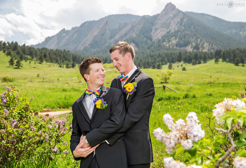 Midday-Boulder-Flatirons-Wedding-Portrait-at-Chautauqua-in-Boulder