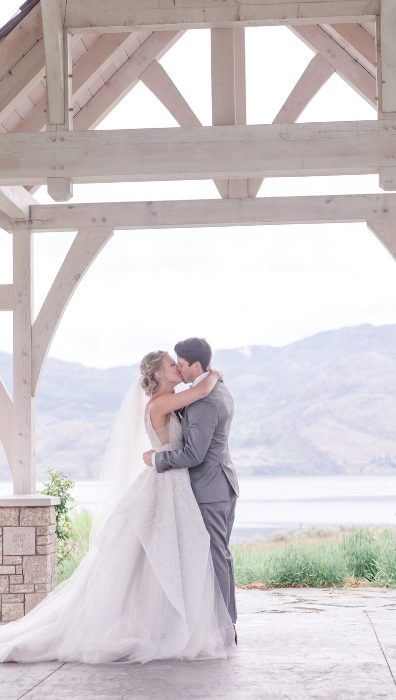 kelowna wedding photographer victoria blaire sanctuary gardens