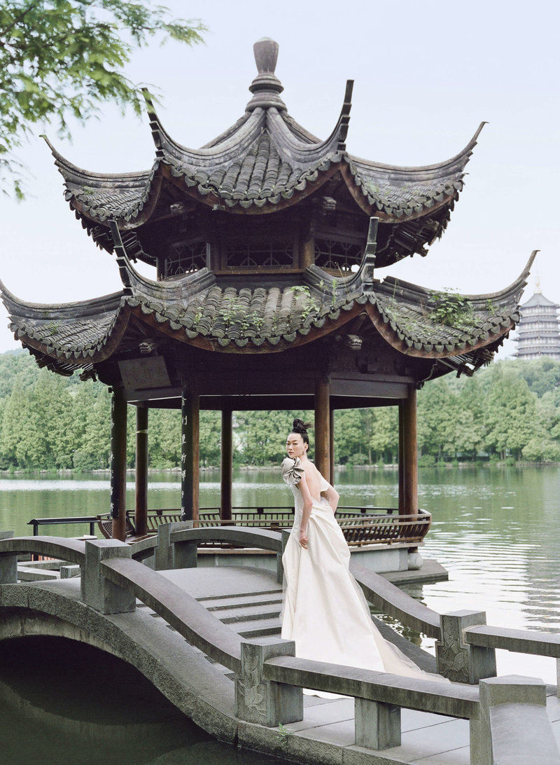 29-ktmerry-HarpersBazaar-VeraWang-bridal-hautecouture-China