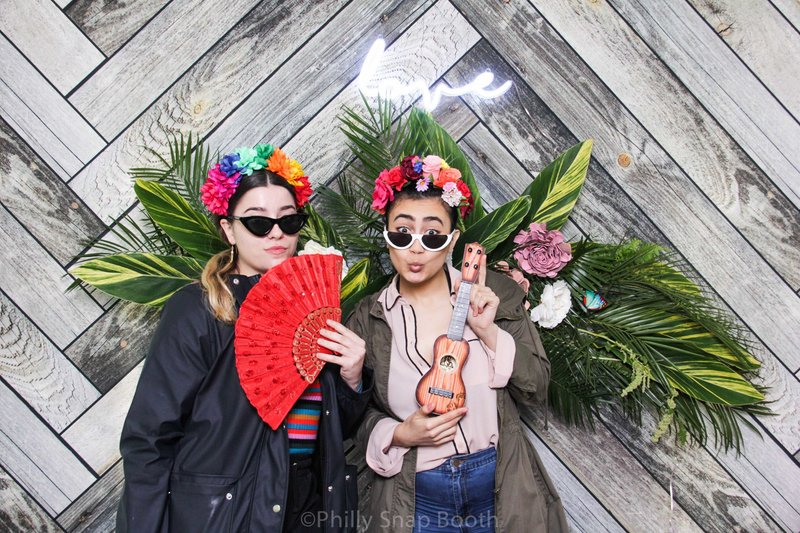 tropical-theme-photo-booths