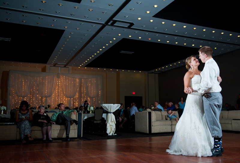 Fargo Hilton Wedding Venue photographers kris kandel (5)