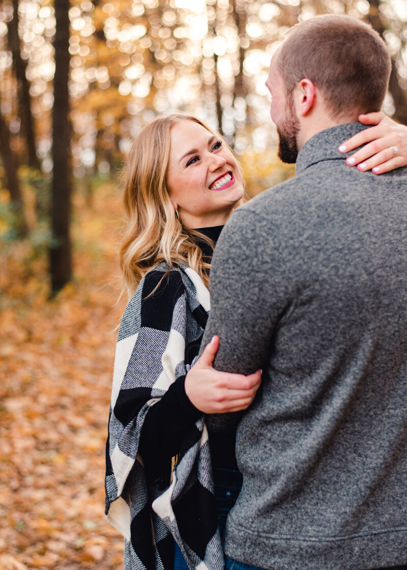 Minnesota-fall-puppy-engagement-photos-43