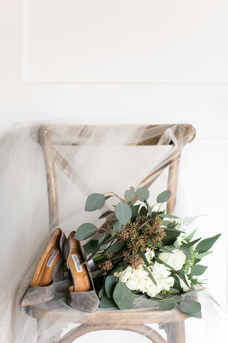 bridal-details-on-chair