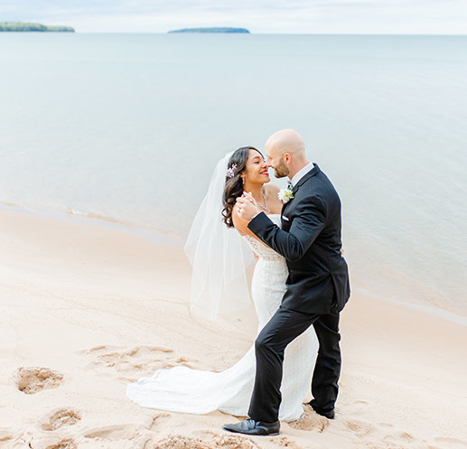 pictured rocks elopement couple