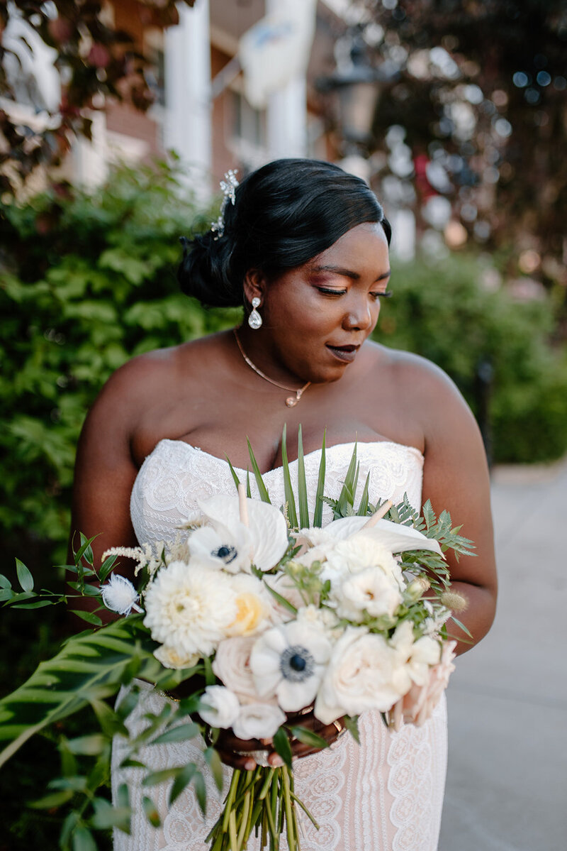 bride with tropical inspired bouquet