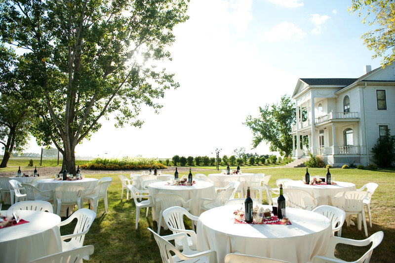 A friends house Moorhead outdoor wedding venue photography by Kriskandel (3)
