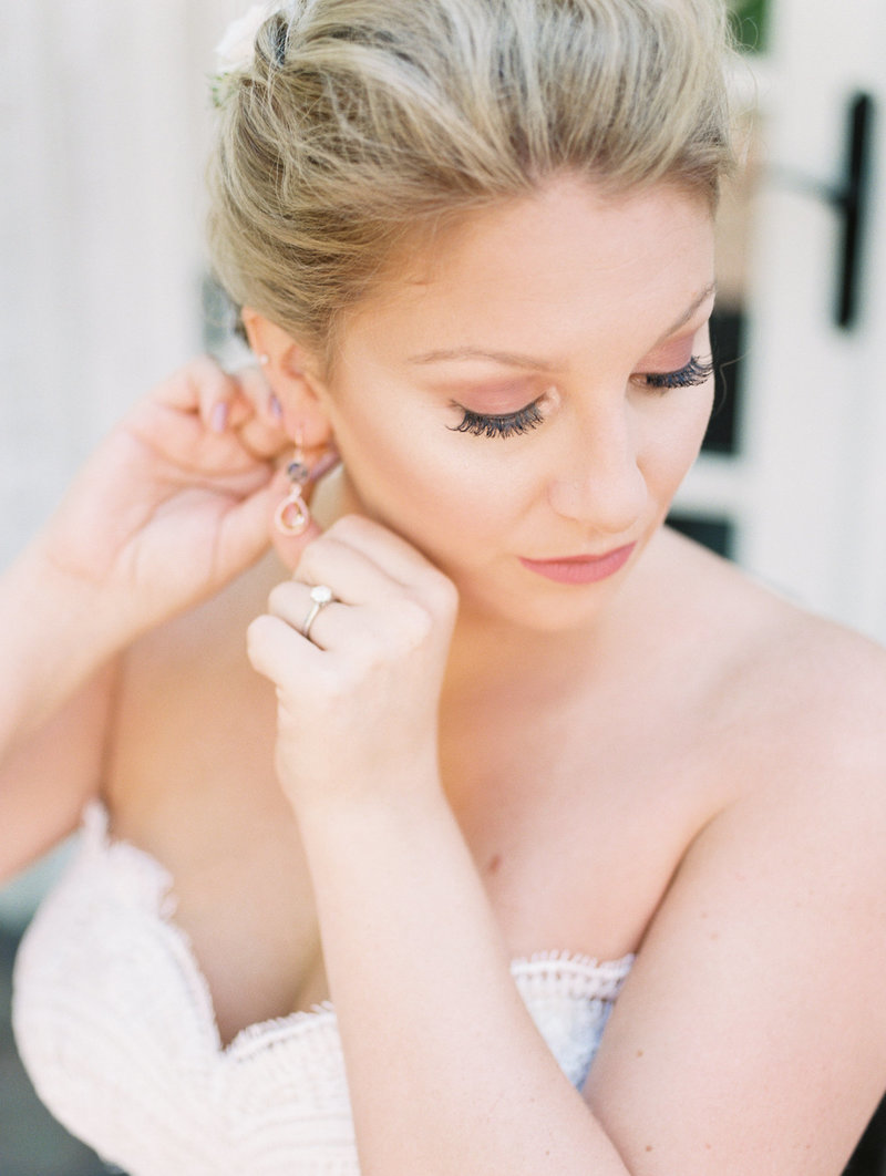 Jordan-and-Alaina-Photography-Nashville-Wedding-Photographer-long-hollow-gardens-getting-ready-3