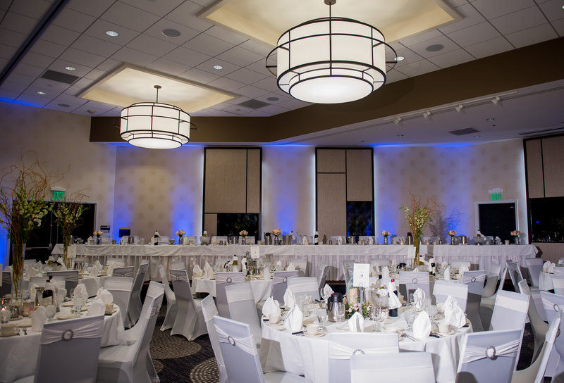 Radisson Wedding Venue Downtown Fargo Photographer Kris kandel (6)