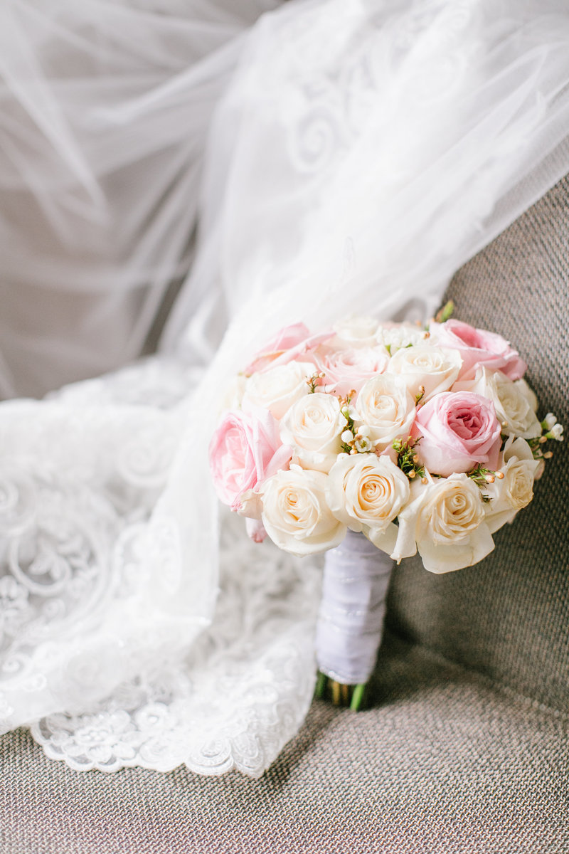 Bridal-detail-pink-white-rose-bouquet-JDMP-30