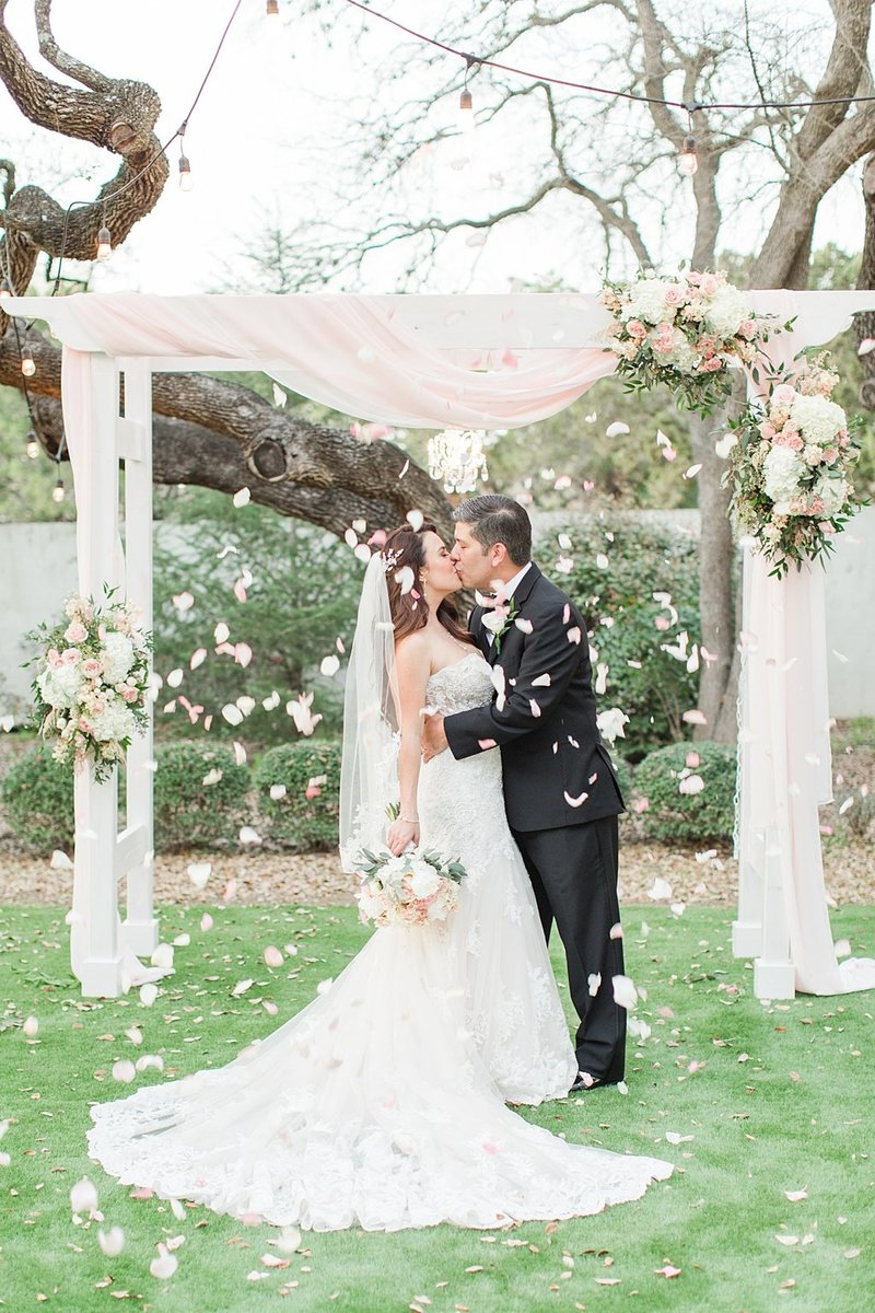 la cantera and the gardens at west green in San Antonio Texas Wedding Venue photos by Allison Jeffers Photography_0061