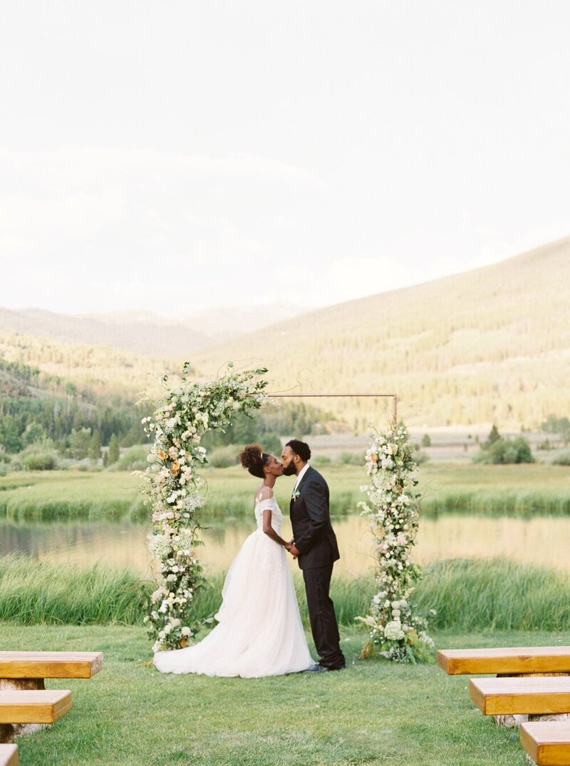 Refined and Organic Wedding in the Heart of Colorado_0036