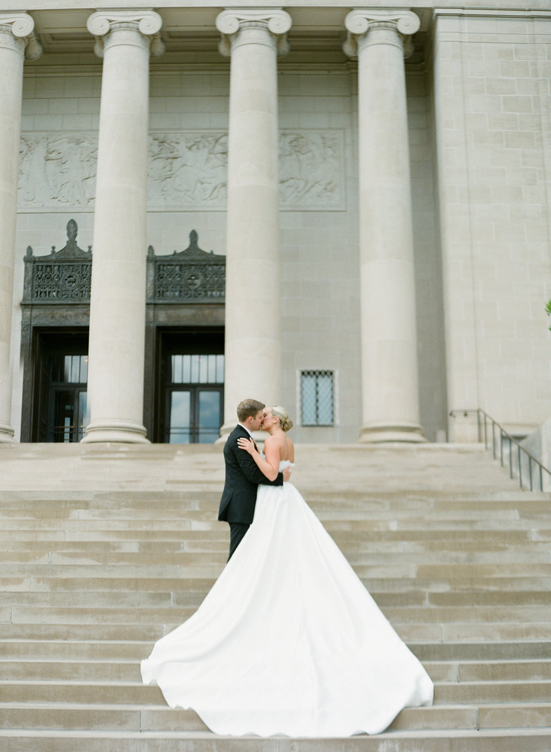 Luxury Kansas City wedding at the Nelson Atkins