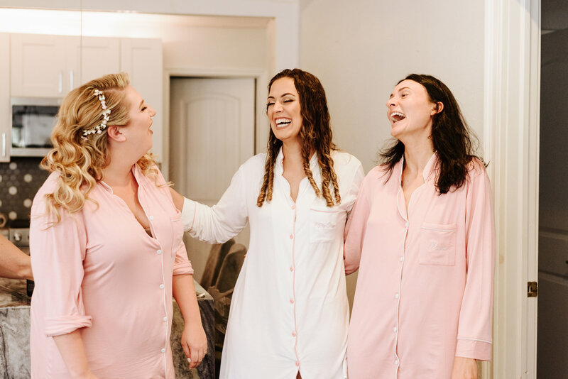 "alt=""Bride and Bridesmaids Getting Ready"""