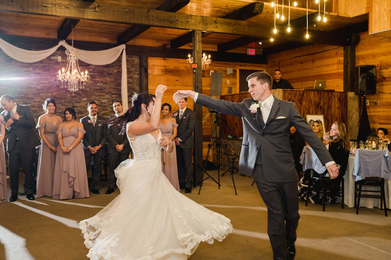 Couple's first dance at Club Lake Plantation