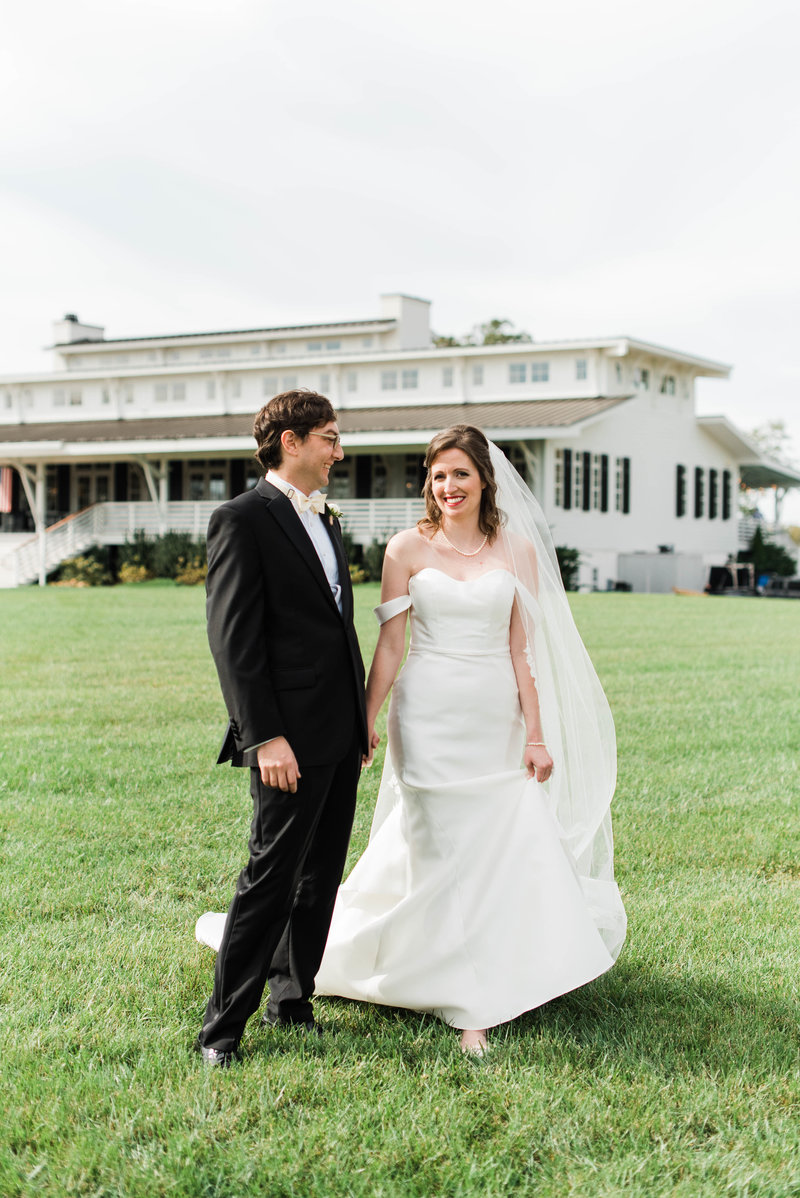 Juliette + Kevin-Upper-Shirley-Vinyards-Charles-City-Virginia-Wedding_Gabby Chapin Photography_00139
