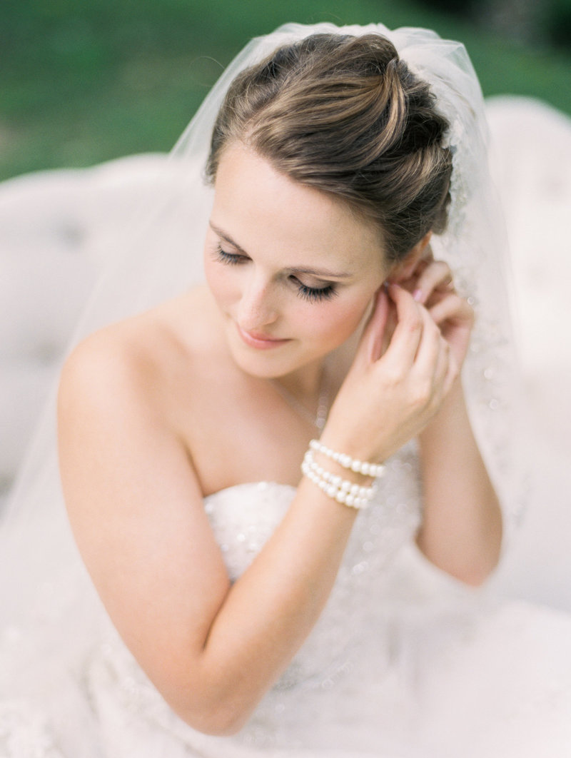 Jordan-and-Alaina-Photography-Nashville-Wedding-Photographer-long-hollow-gardens-getting-ready-2