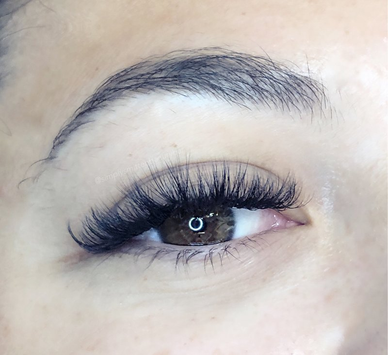 Textured lashes to look like a strip lash