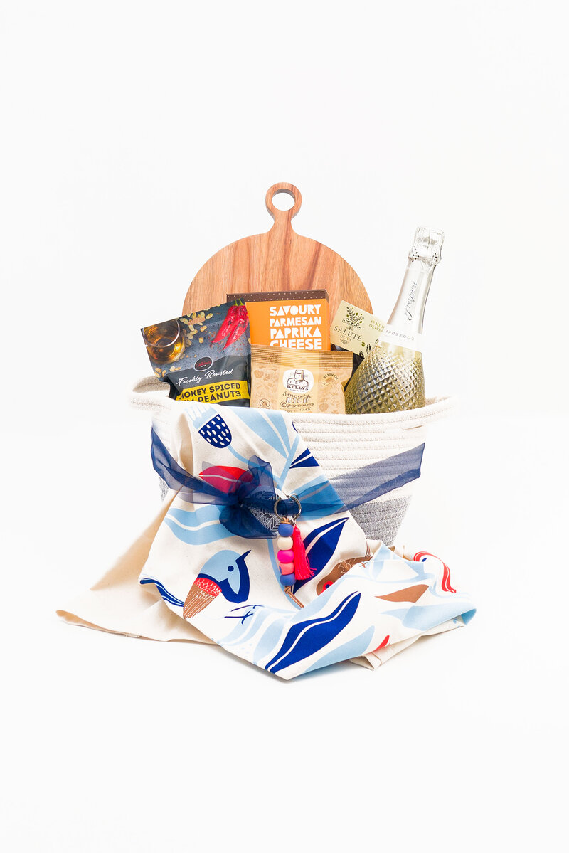 SIMPLY BEAUTIFUL GIFTS HAMPER WOVEN BASKET 5