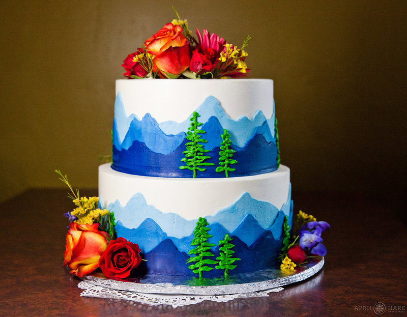 Blue-Moon-Bakery-Dillon-Colorado-Wedding-Cake-Bakery-Colorado-Wedding-Vendor-Directory