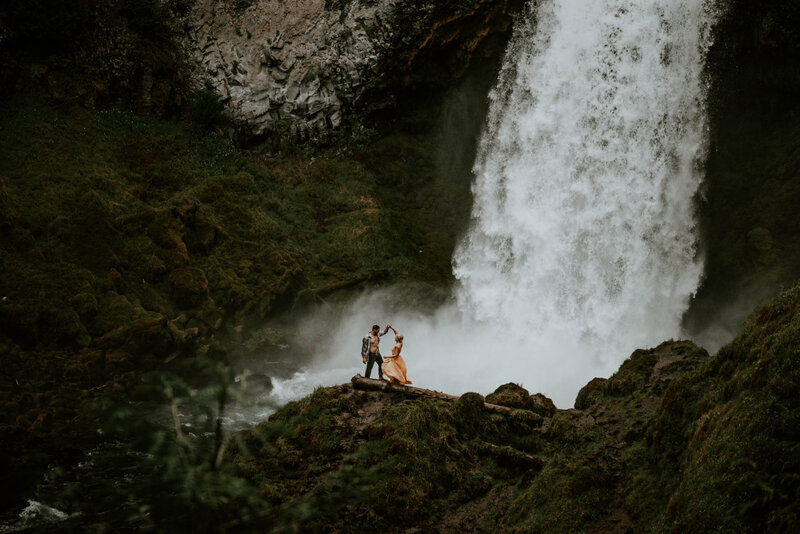 sahalie-falls-oregon-engagement-elopement-photographer-central-waterfall-bend-forest-old-growth-7340