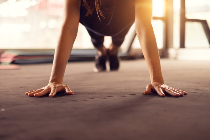 Close-up-woman-hand-doing-push-ups-exercise-in-a-gym-in-morning,-sunlight-effect.-901096798_726x484