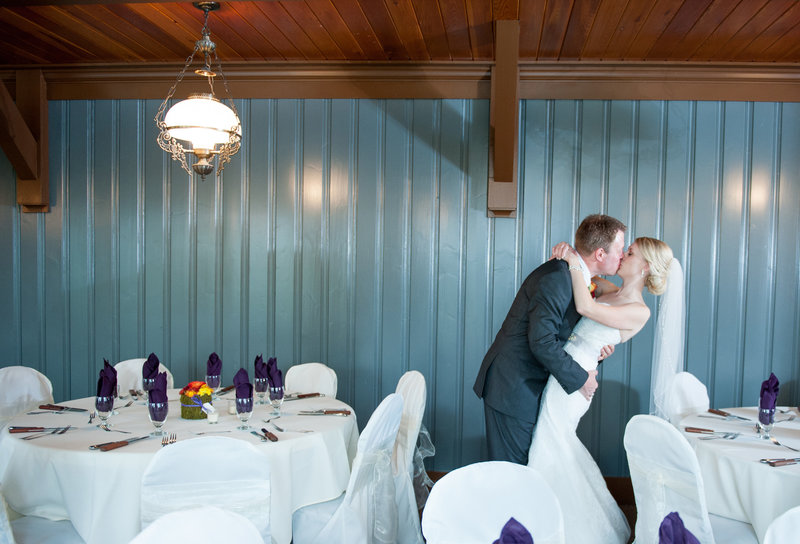Oxbow Country Club Fargo Wedding Venue photographer Kris Kandel (2)