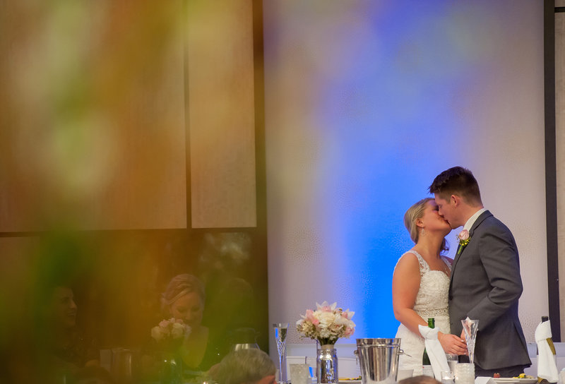 Radisson Wedding Venue Downtown Fargo Photographer Kris kandel (9)