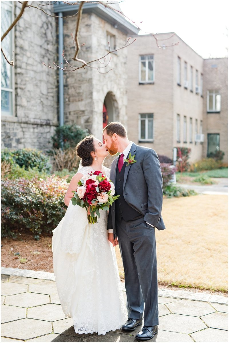 inman-park-methodist-church-upstairs-atlanta-wedding-photographer-christmas-wedding-laura-barnes-photo-026