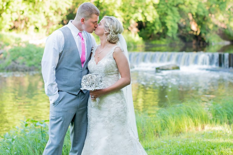 Romantic Moon Event Center Wedding Photographed by Kris Kandel fargo photography (2)