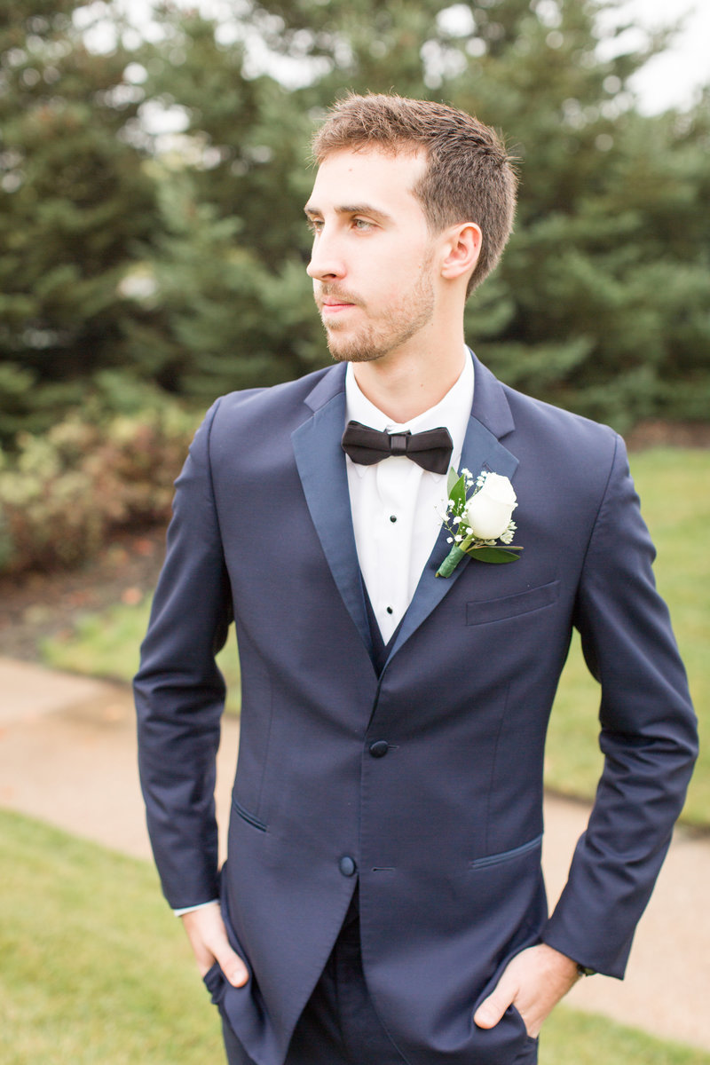 villa-olivia-wedding-chicago-photography-photographer-groom-fall-navy-burgundy-alexandra-lee-photo-21