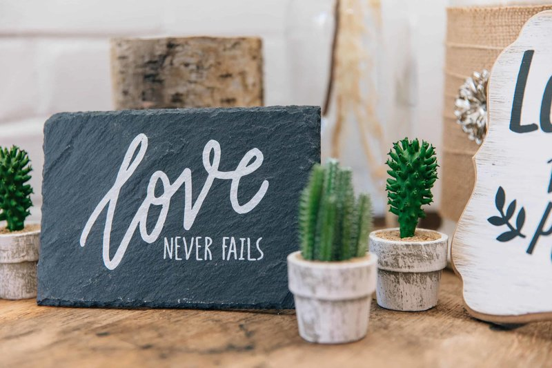 Love Never Fails sign at San Antonio wedding