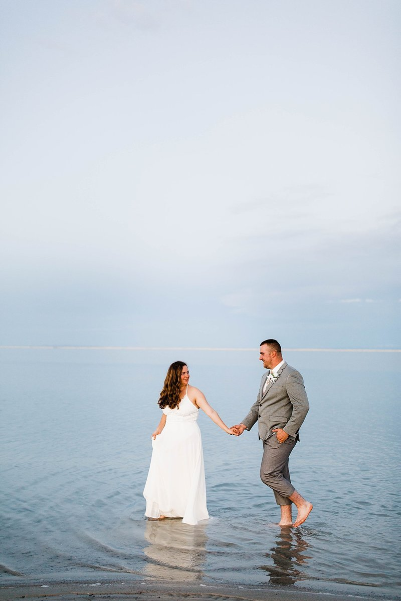 bonneville-salt-flats-engagement-utah-wedding-photographer-rebecca-renner-photography_0004